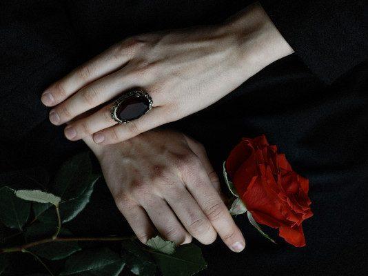 Rosa rossa lutto